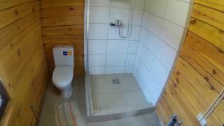 видео Ванная комната в частном загородном деревянном доме