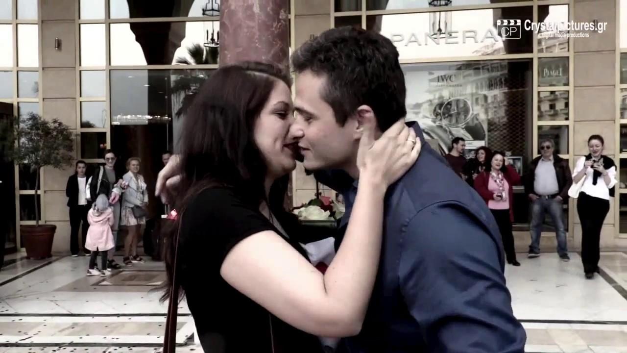 """Πρόταση γάμου με """"Χτυποκάρδια"""" στην Πλ. Αριστοτέλους - Θεσσαλονίκη - www.paixnidismata-events.gr"""