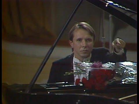 Mikhail Pletnev plays Beethoven Piano Concerto no. 2, op. 19 - video 1990