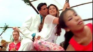 Akshay Kuma with Karina kapur scene