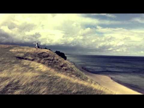 Postiljonen - We Raise Our Hearts mp3 ke stažení
