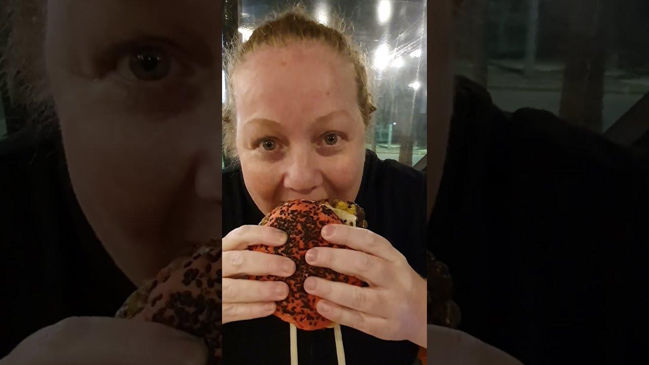 🍔 Probamos HAMBURGUESAS de OTRO PLANETA en VILLA GESELL 💣 | #Shorts