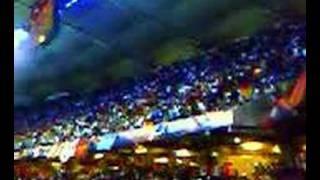 Torcida Italiana assistindo o jogo Itália X Ucrânia