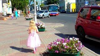 Ловим бабочек в центре города.Видео для детей.Video for kids