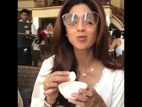 Shilpa Shetty Kundra eating Rasgulla