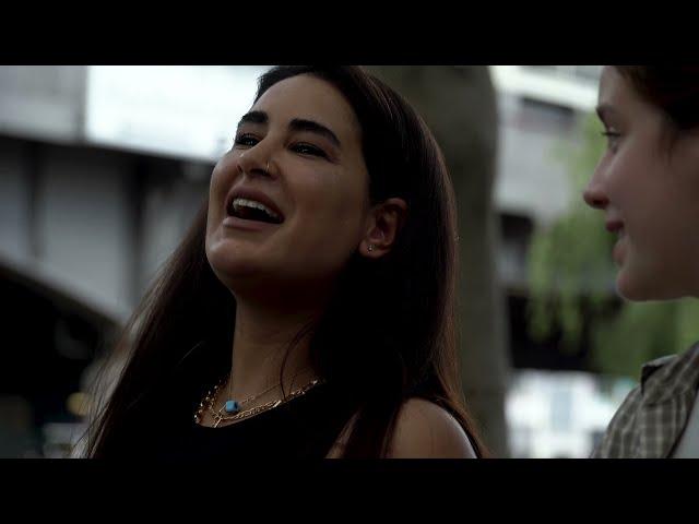 Zum Start von Haus des Geldes: Mit Esra Vural durch Berlin