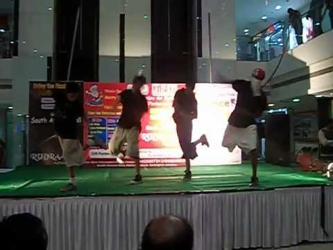 Download krumping & poping by Rocky & group  in JGT 2011  jabalpur