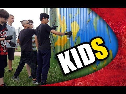 KIDS ARE PAINTING GRAFFITI !