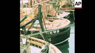 SYND 1 4 75 FISHING BOATS BLOCADE HARBOUR AT ABERDEEN SCOTLAND