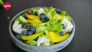 Pavasaris lėkštėje: mocarelos, mango ir šilauogių salotos.