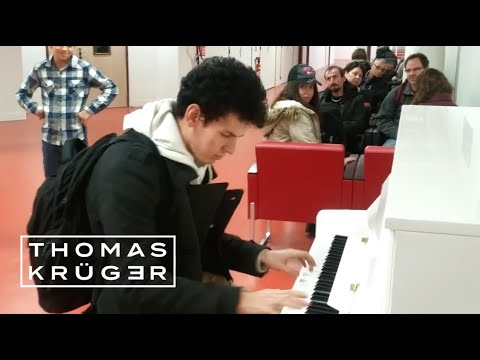 Thomas Krüger - Flashmob Medley - Airport Paris-Orly