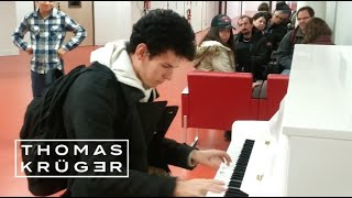 Thomas Krüger – Flashmob Piano Medley at French Airport P...