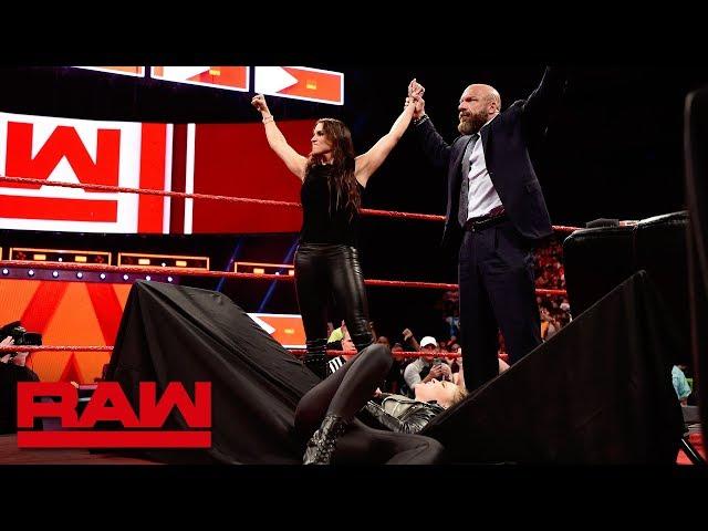Stephanie McMahon sends Ronda Rousey crashing through a table: Raw, April 2, 2018