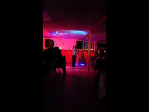 Jamie Lyn sings Karaoke