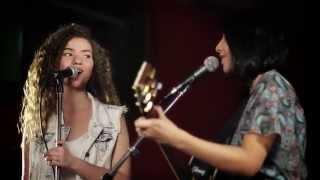 Смотреть клип Anavitória - Chamego Meu