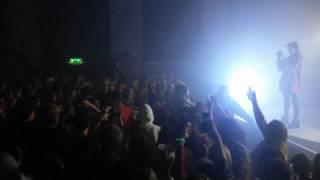 Dat Adam singt im Puplikum in Dresden 29 11 16