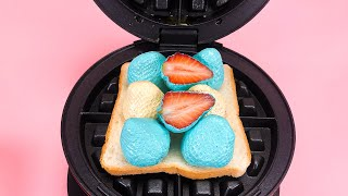 와플기계로 허니 민트 화이트 딸기 샌드위치 만들어 누르…