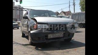 Водитель «Марка» разбил машину пенсионера в Хабаровске. MestoproTV