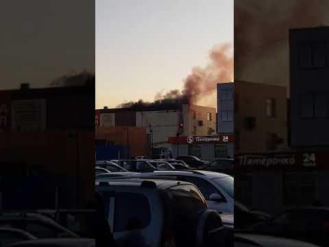 В Новой Усмани загорелся торговый центр (ч. 2)