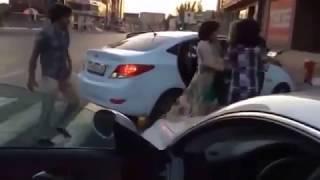 кавказец жестоко бьет Девушек!!!