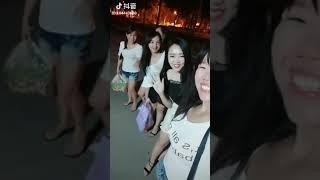 表哥我们到朝阳广场咯,约咯啵,我给你带了几个小表妹来了😂😂😂【良心视频】