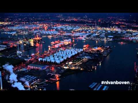Luchtshot Rotterdam bij nacht