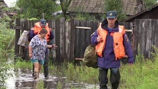 В Сочи из-за ливней подтоплены улицы, желтый уровень погодной опасности объявлен в Москве.