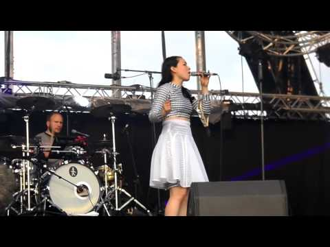 Little Dragon | Pretty Girls live @ We Love Green Festival