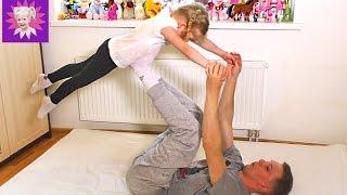 ЙОГА Челлендж ВЫЗОВ! Развлечения для детей, Милана с папой показывают позы! Kids Yoga Challenge(В этом детском видео мы покажем Йога Челлендж будет смешно и прикольно этот развлекательный видеоролик..., 2016-06-13T03:59:34.000Z)