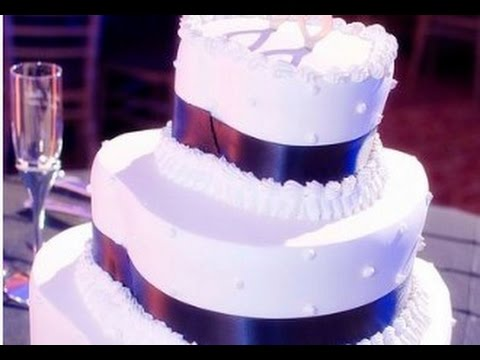 wedding cakes with hearts on them three tier shaped wedding cake 26039