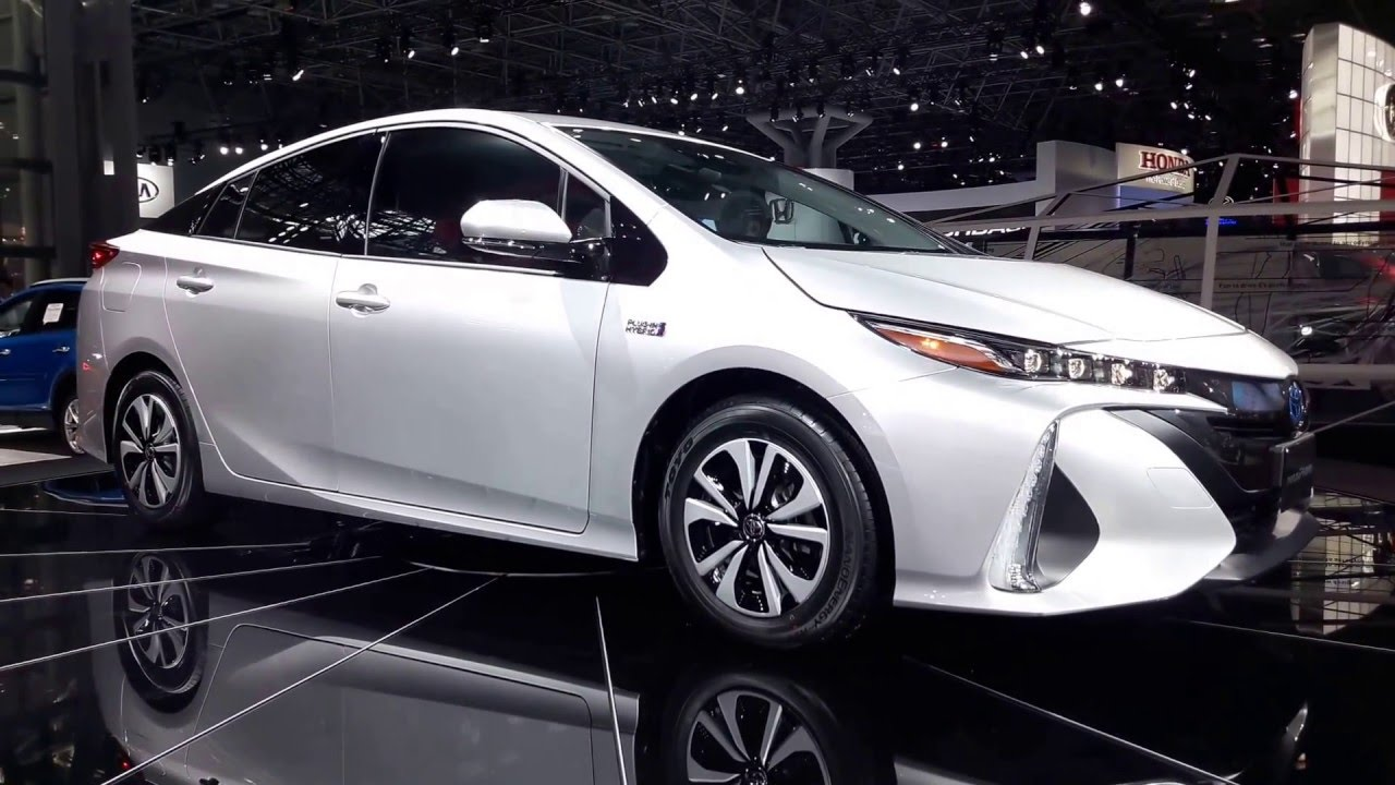 Model 2017 Toyota Prius Prime PlugIn Hybrid Exterior Walkaround 2016 New