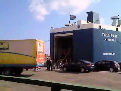 Μεταφορτωση φορτηγων απο το ΘΕΟΦΙΛΟΣ στο Ταξιαρχης