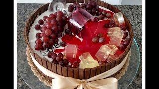 Decoração de Bolo Taça de Vinho e Falso Kit Kat