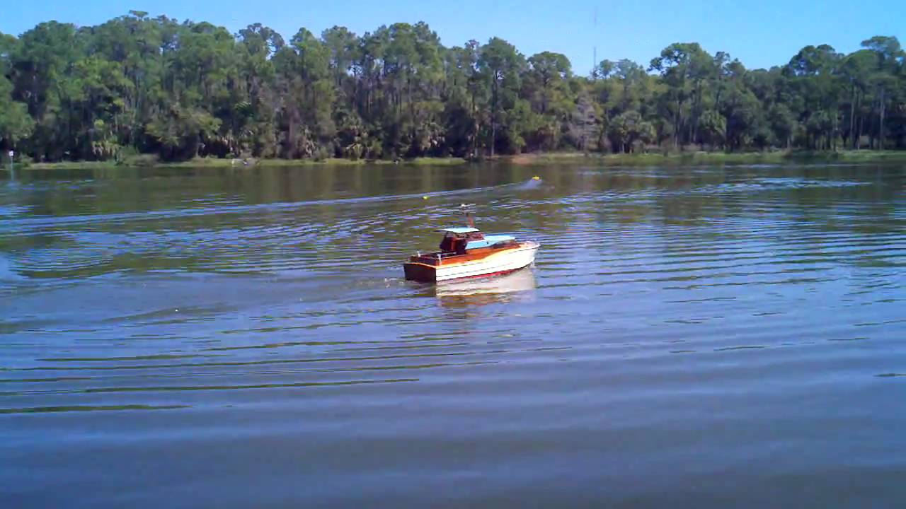 Beautiful RC Cabin Cruiser Bay Area Electric Boaters St.Pete Fl.   YouTube