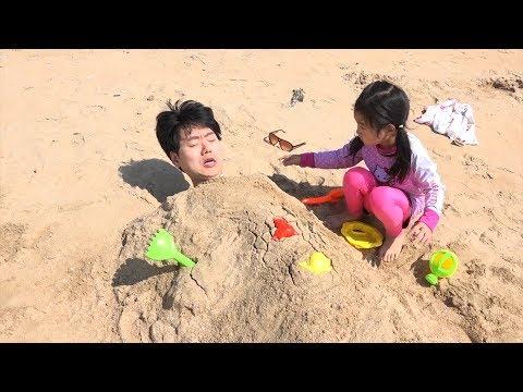 보람이와 아빠의 바닷가 상어튜브 장난감 놀이