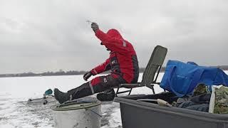 Охотимся за окунем ч2 Зимняя рыбалка на Печенежском водохранилище