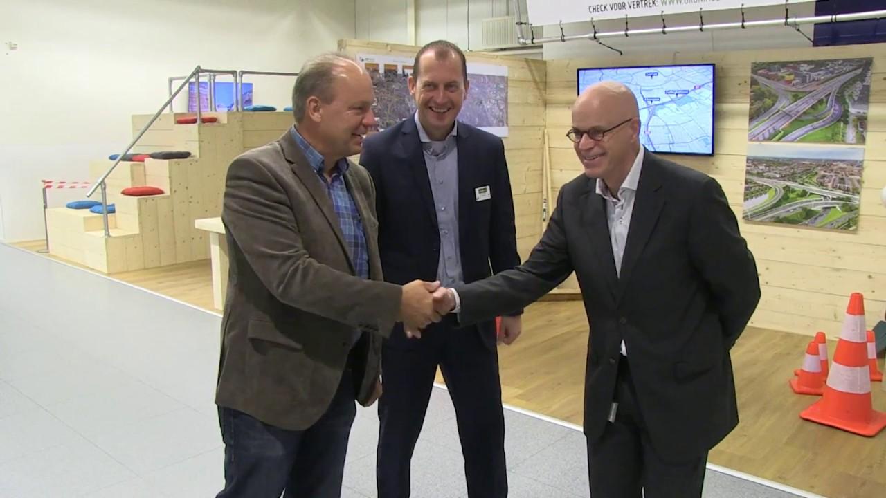 Informatiestand in Makro Groningen over werkzaamheden aan zuidelijke ringweg