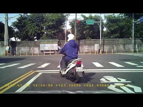 小貨車8873-F7闖紅燈(1分10秒處)PICT7082
