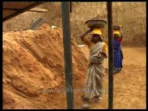 Women labourers at Safdarjung Hospital construction site
