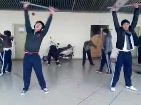 bài thể dục 32 động tác với gậy - Lớp ĐH2TĐ3