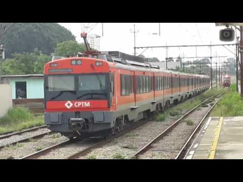 Série 2100 e 7000 (L124 e Q156) na estação Utinga