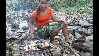 Life skills - Cooking frog Eating Delicious - beautiful Girl Cooking *3