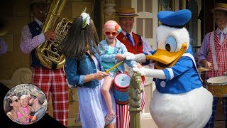 SO EMBARRASSING! Nobody cheered for Donald! | Disneyland vlog #93