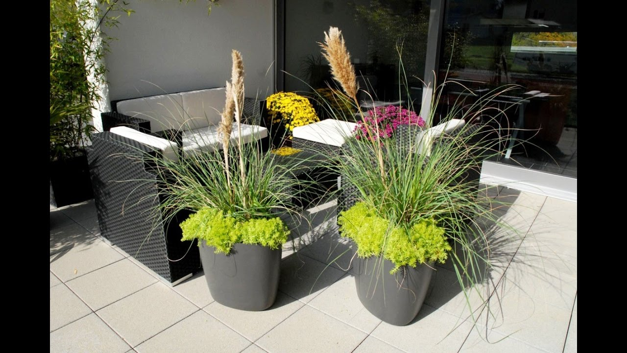 small garden design with large planters youtube
