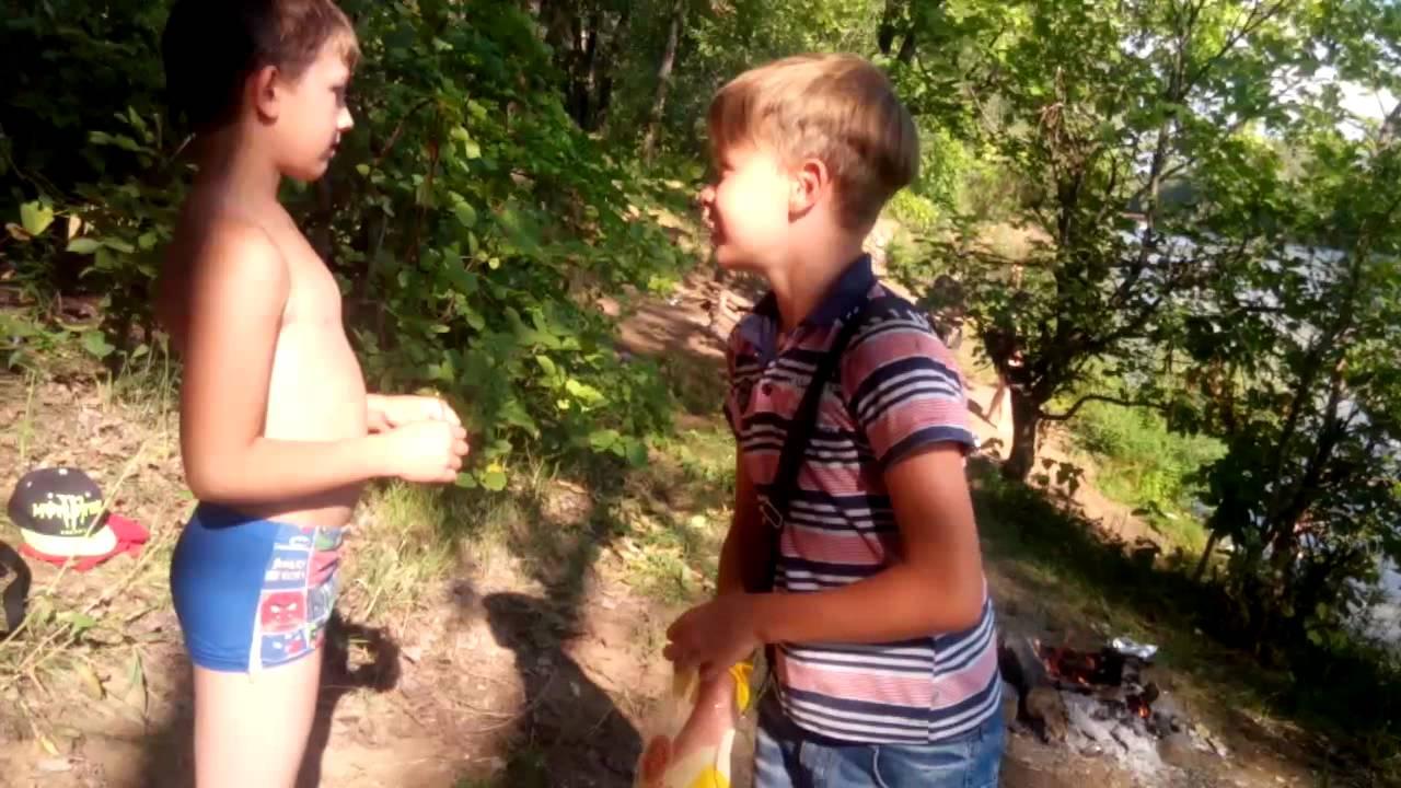 мальчик голый фото видео