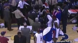 Jugador de la NBA sufre ataque epiléptico (video)   CandenteMX.flv