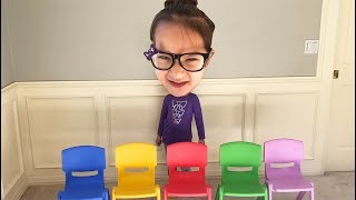 Layla in learn colors with chairs in Cartoon Head Series