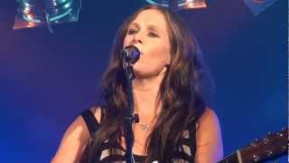 Am I Not Pretty Enough - Kasey Chambers -  LYRICS - SUB ESP - LIVE