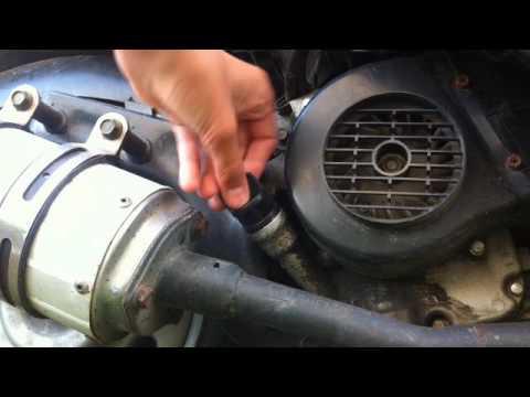 comment vérifier et mettre de l'huile dans son scooter tuto #8