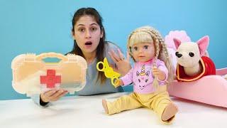 Eğitici . Gül makasla oynarken elini kesiyor! Ayşe ile oyuncak bebek bakma oyunu